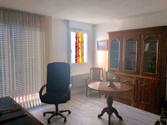 Appartement à louer 5 136.84m2 à Toulouse vignette-8