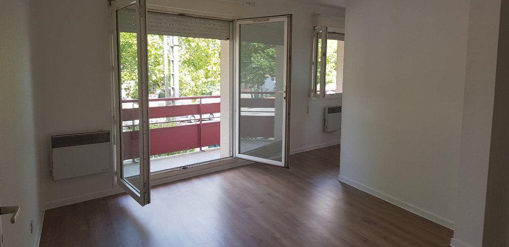 Appartement à louer 3 59.47m2 à Toulouse vignette-2