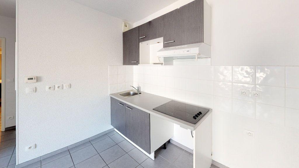 Appartement à louer 3 50.82m2 à Toulouse vignette-2