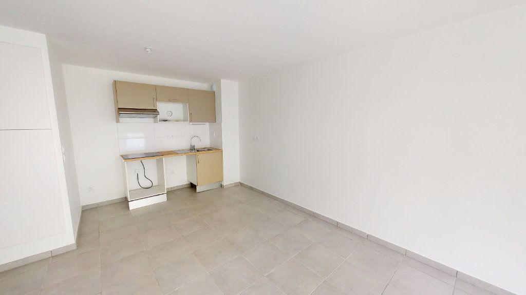Appartement à louer 3 59.72m2 à Saint-Jory vignette-3