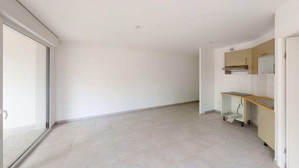 Appartement à louer 3 57.95m2 à Saint-Jory vignette-3