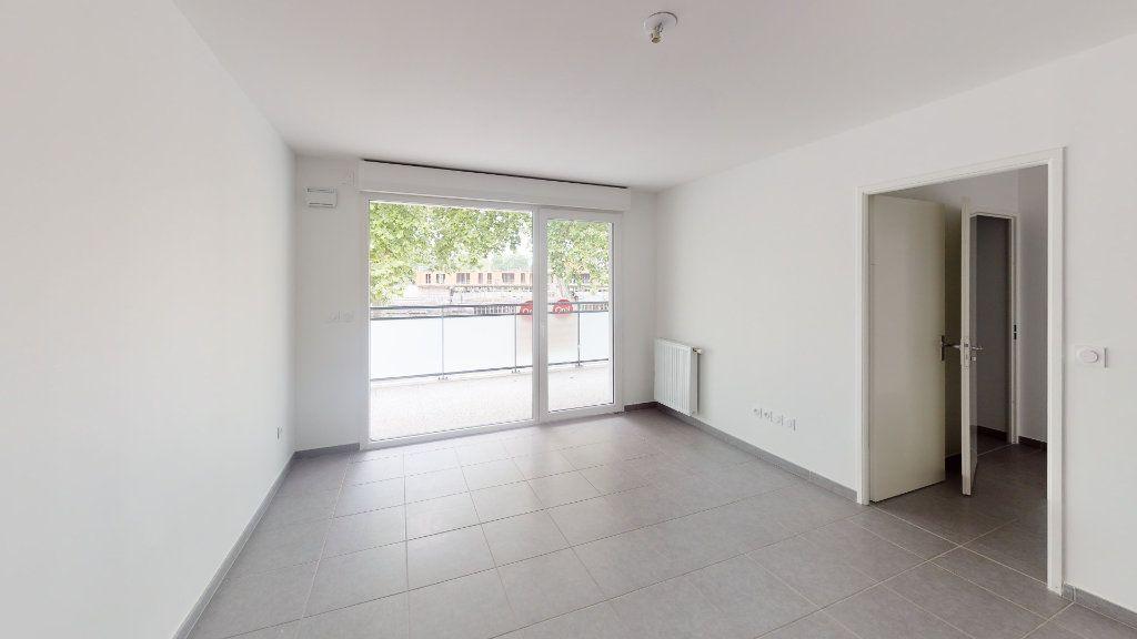 Appartement à louer 3 62.86m2 à Saint-Jory vignette-3