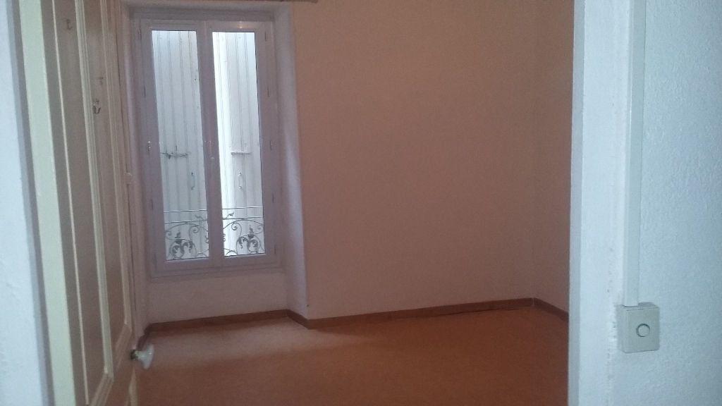 Appartement à louer 5 120m2 à Saint-Paul-Trois-Châteaux vignette-3