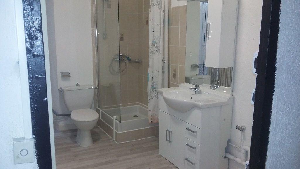Appartement à louer 5 120m2 à Saint-Paul-Trois-Châteaux vignette-4