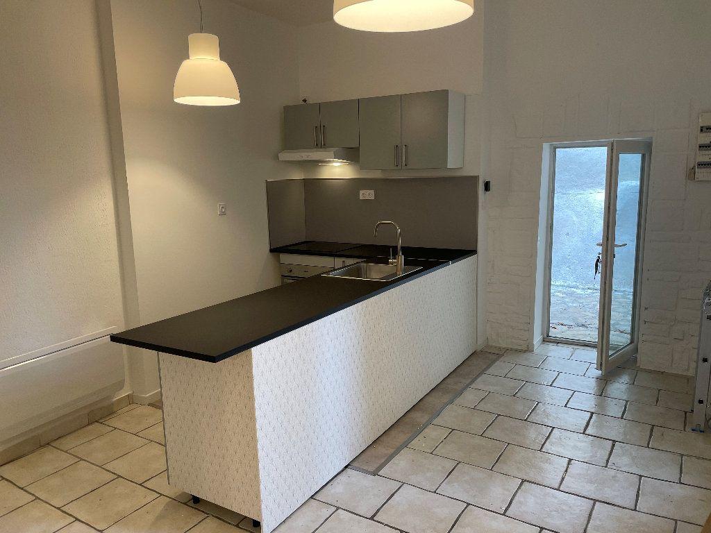 Appartement à louer 4 77m2 à Donzère vignette-1