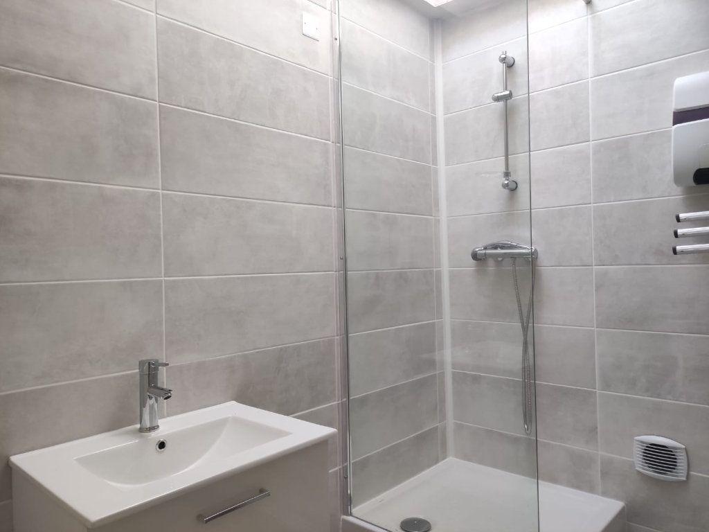 Appartement à louer 4 77m2 à Donzère vignette-6