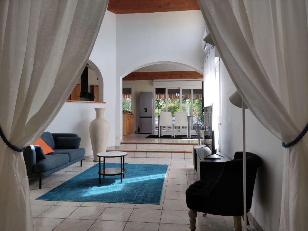 Appartement à louer 5 112m2 à Saint-Paul-Trois-Châteaux vignette-2