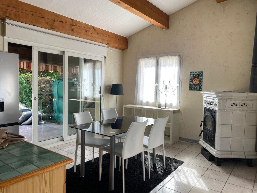 Appartement à louer 5 112m2 à Saint-Paul-Trois-Châteaux vignette-3