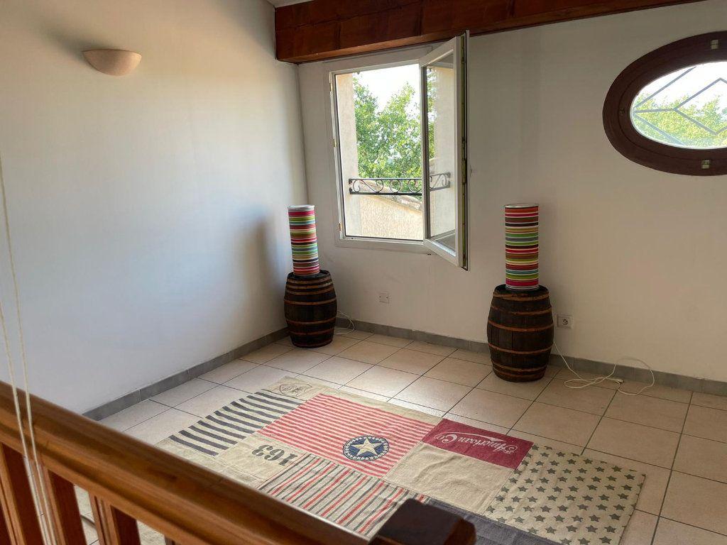 Appartement à louer 5 112m2 à Saint-Paul-Trois-Châteaux vignette-7