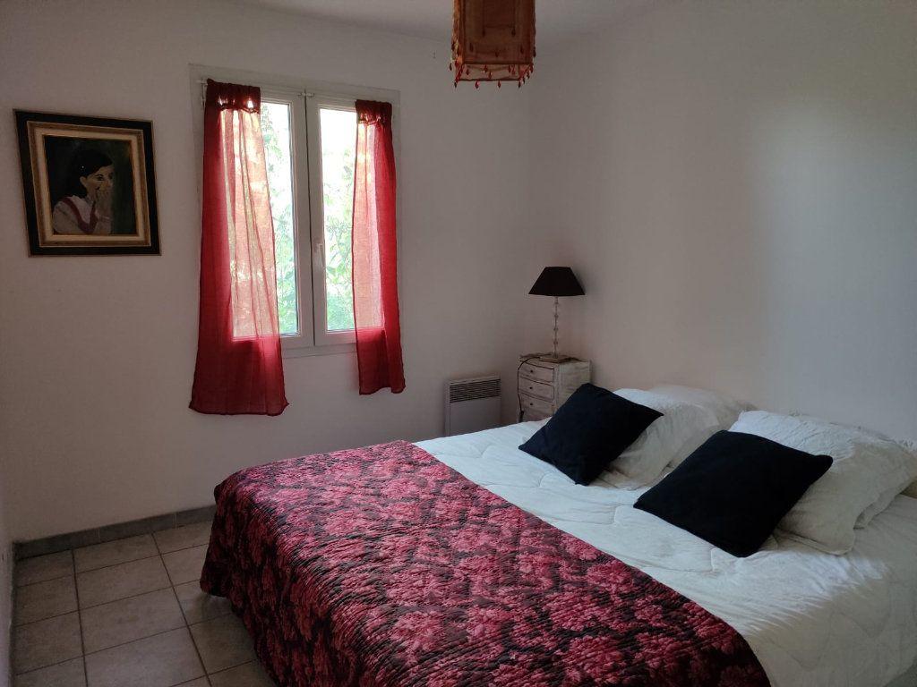 Appartement à louer 5 112m2 à Saint-Paul-Trois-Châteaux vignette-9