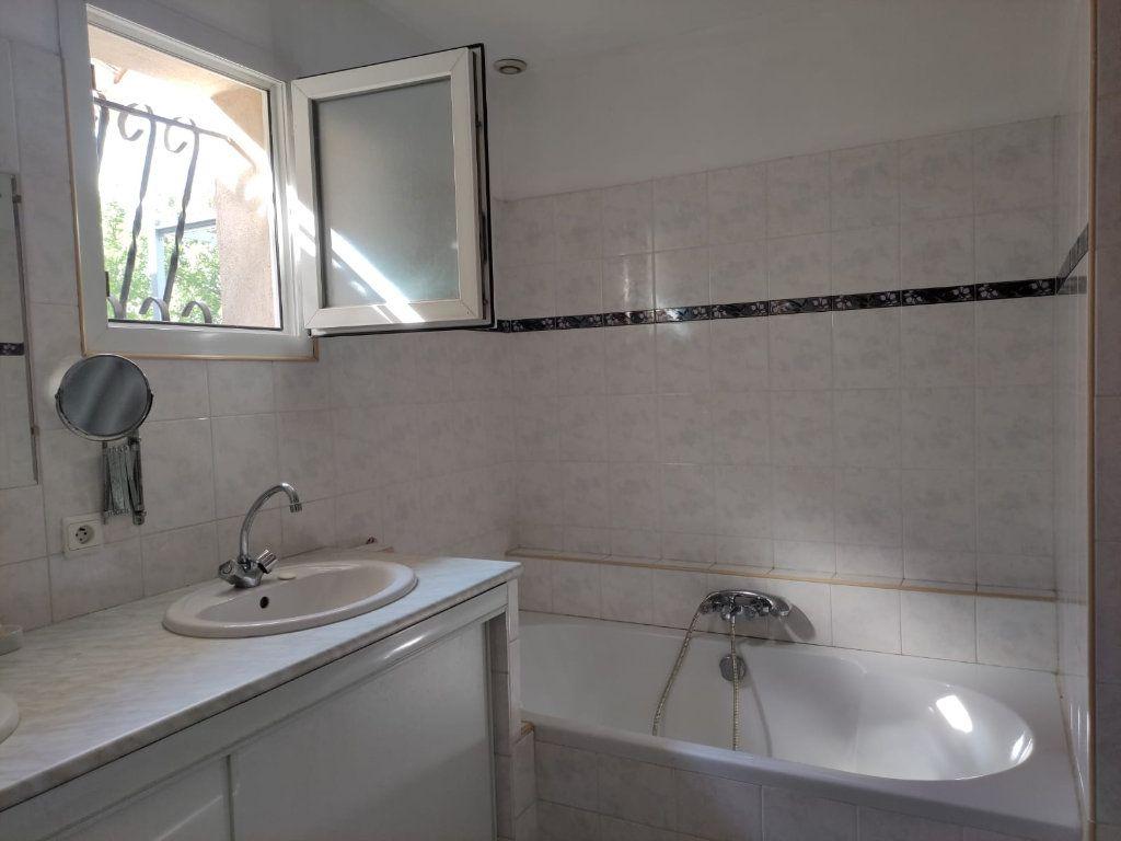 Appartement à louer 5 112m2 à Saint-Paul-Trois-Châteaux vignette-10