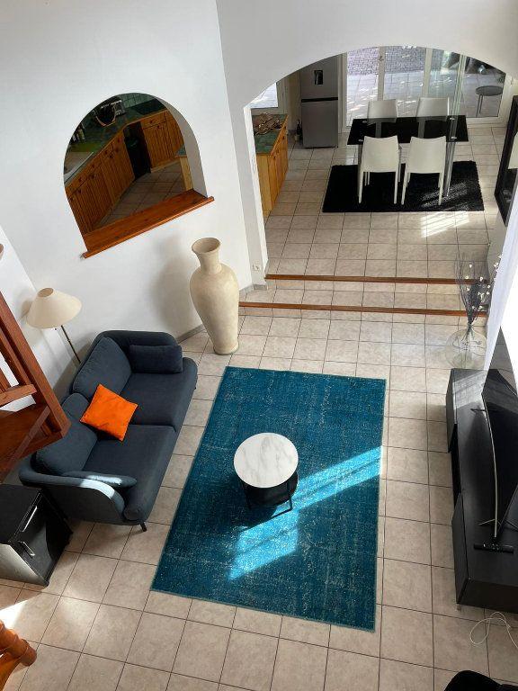 Appartement à louer 5 112m2 à Saint-Paul-Trois-Châteaux vignette-11