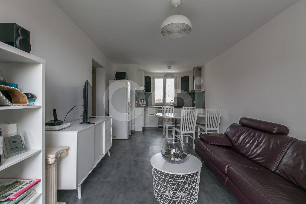Appartement à louer 3 55.5m2 à Vaires-sur-Marne vignette-1