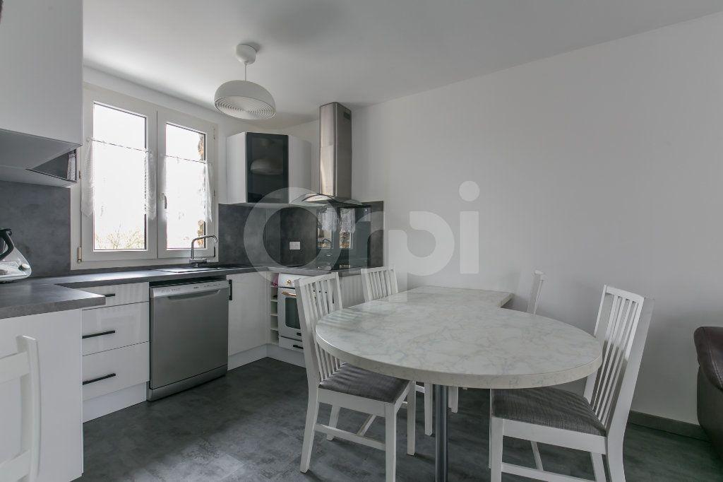 Appartement à louer 3 55.5m2 à Vaires-sur-Marne vignette-2