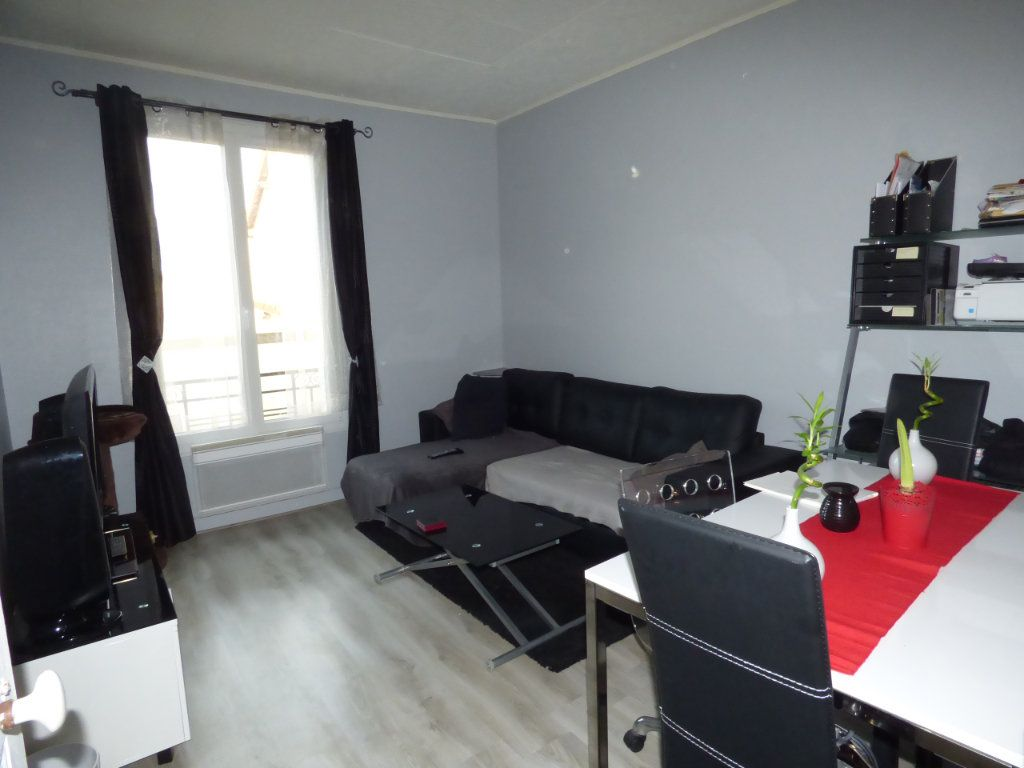 Appartement à louer 2 32m2 à Brou-sur-Chantereine vignette-1