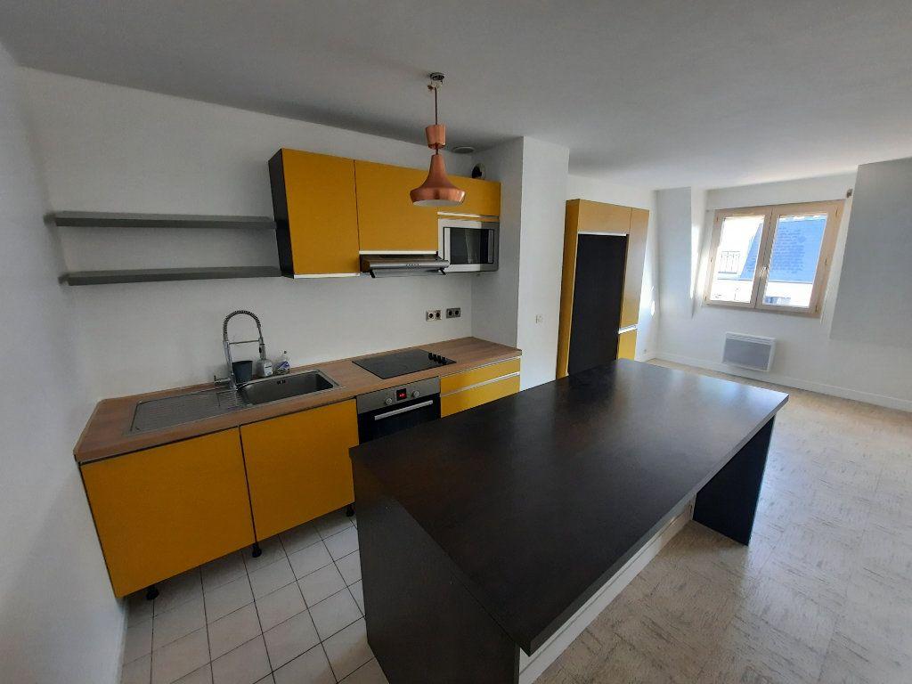 Appartement à louer 3 82.21m2 à Châtillon vignette-1