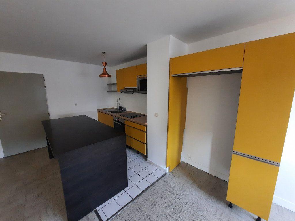 Appartement à louer 3 82.21m2 à Châtillon vignette-2