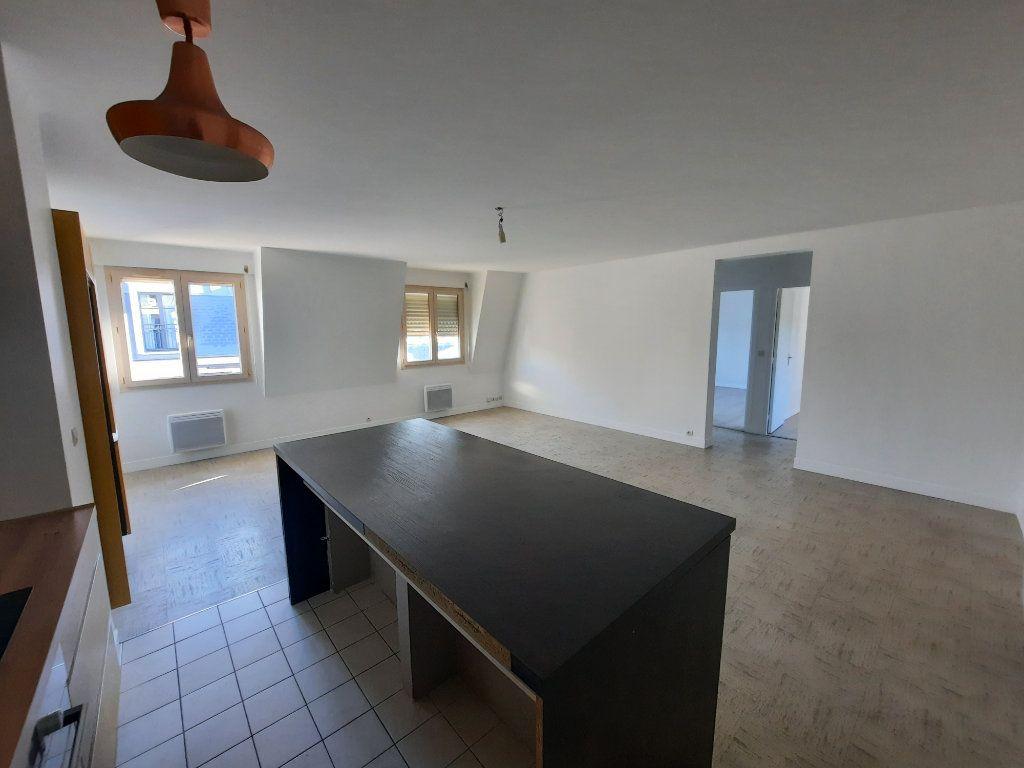 Appartement à louer 3 82.21m2 à Châtillon vignette-3