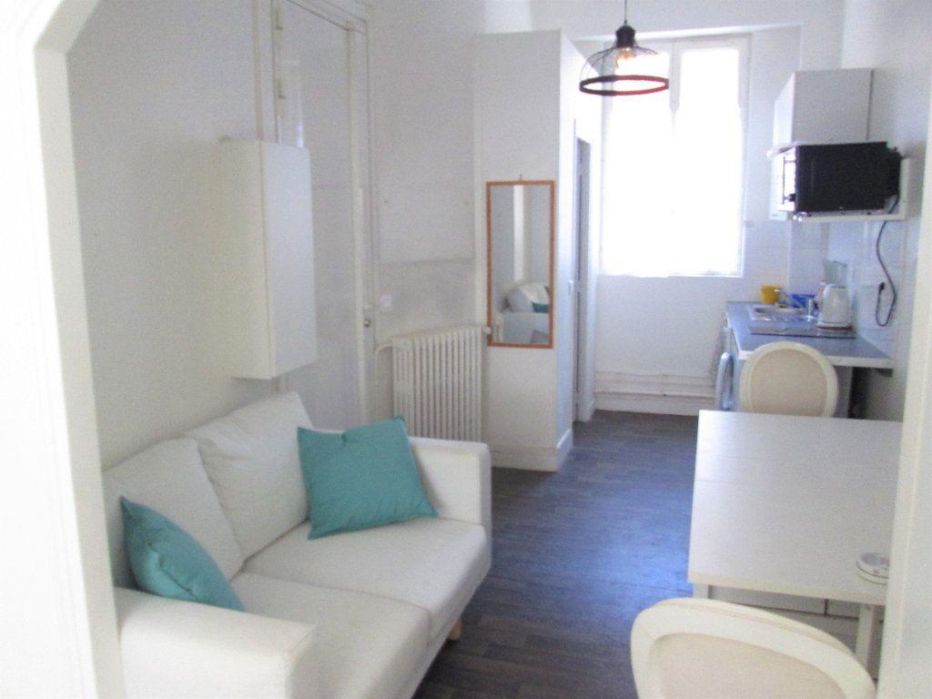 Appartement à louer 1 21.96m2 à Clamart vignette-1