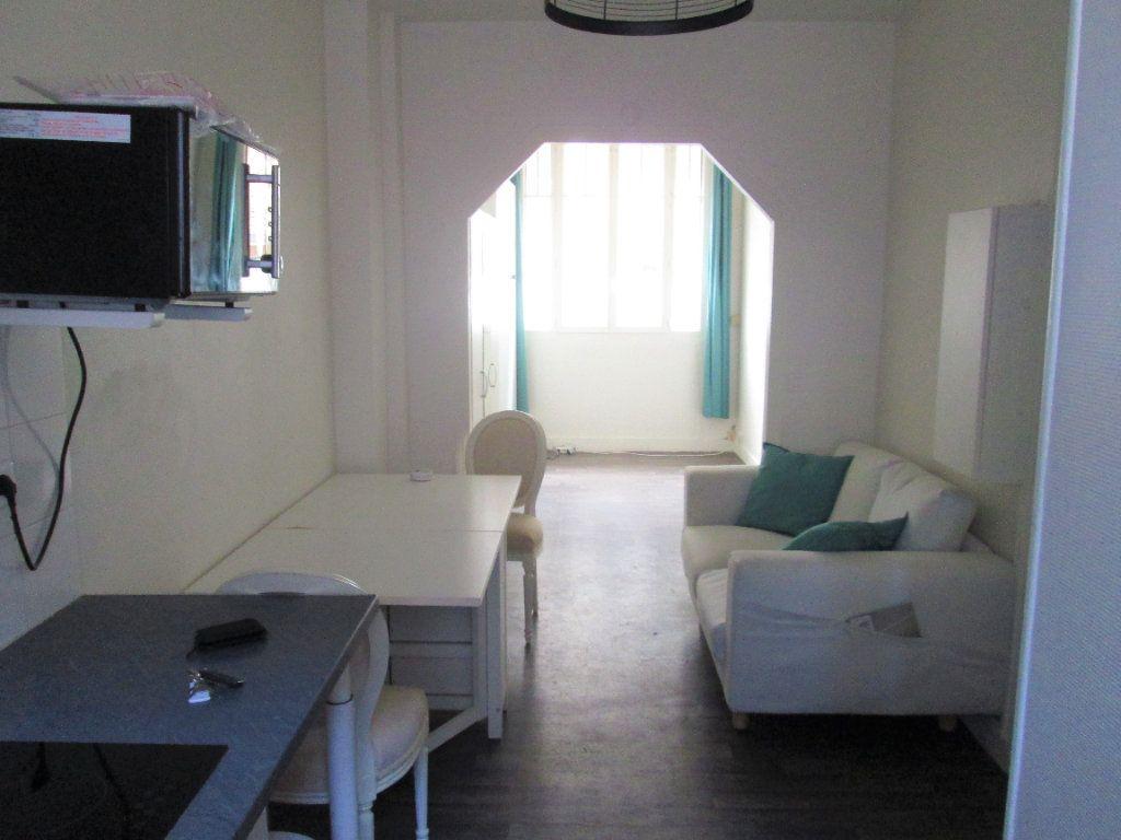 Appartement à louer 1 21.96m2 à Clamart vignette-3
