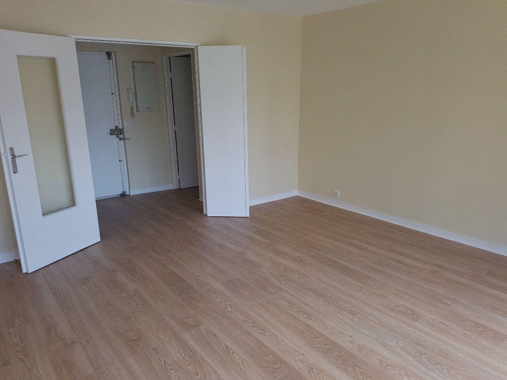 Appartement à louer 2 57.74m2 à Clamart vignette-2