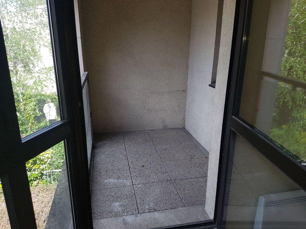 Appartement à louer 2 57.74m2 à Clamart vignette-3
