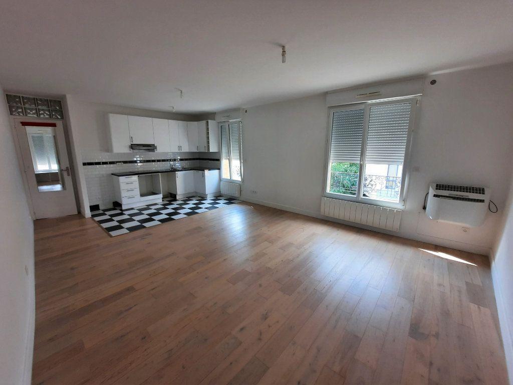 Appartement à louer 2 53.6m2 à Clamart vignette-1