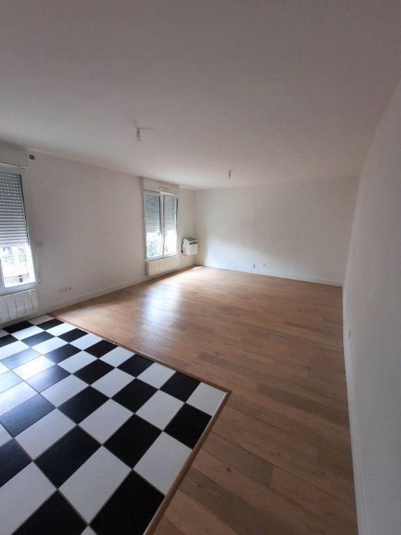 Appartement à louer 2 53.6m2 à Clamart vignette-3