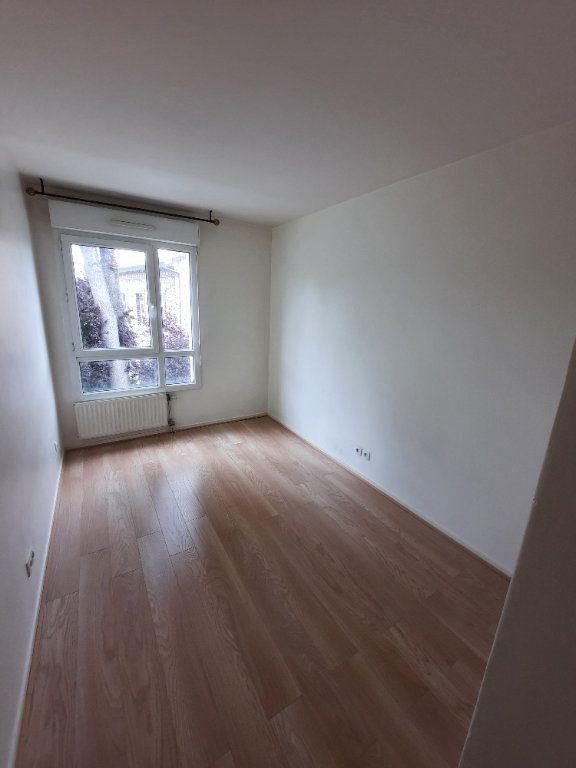 Appartement à louer 4 79.59m2 à Clamart vignette-6