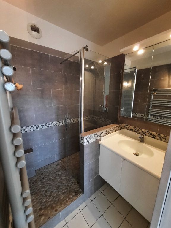 Appartement à louer 4 79.59m2 à Clamart vignette-8