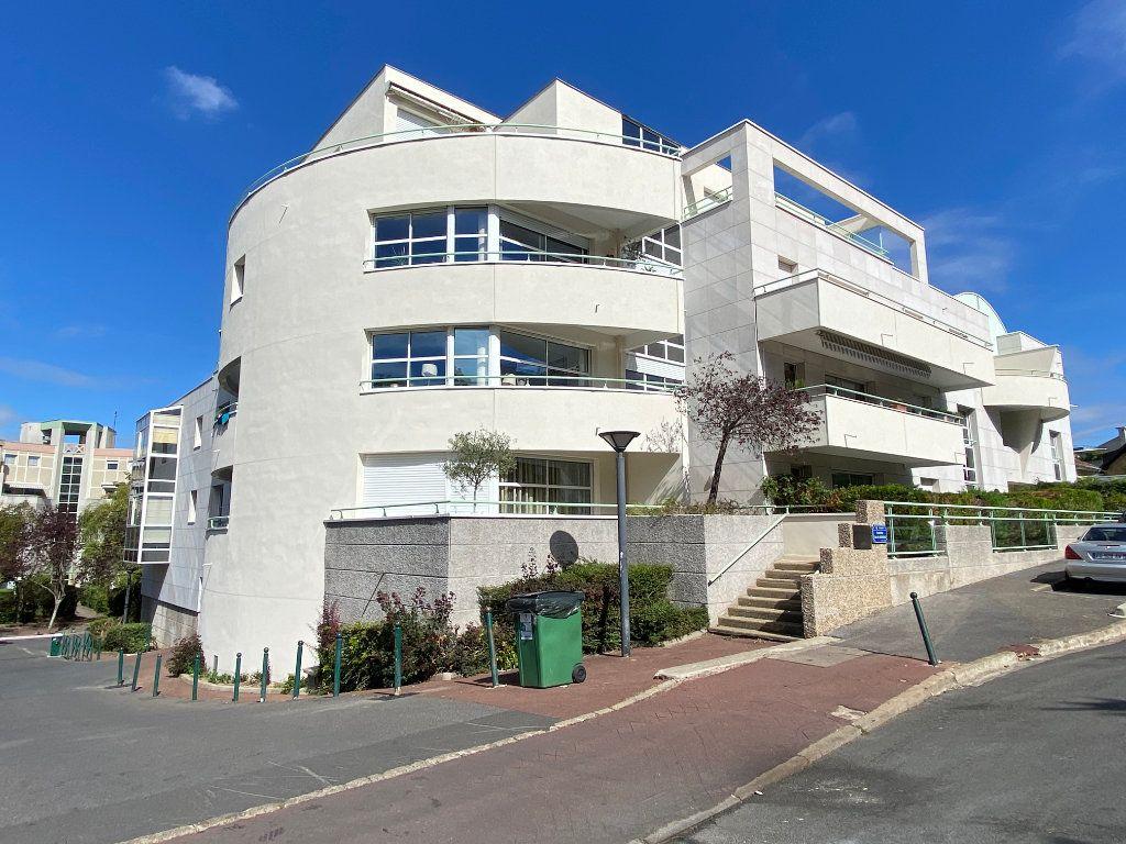 Appartement à vendre 4 101m2 à Clamart vignette-2