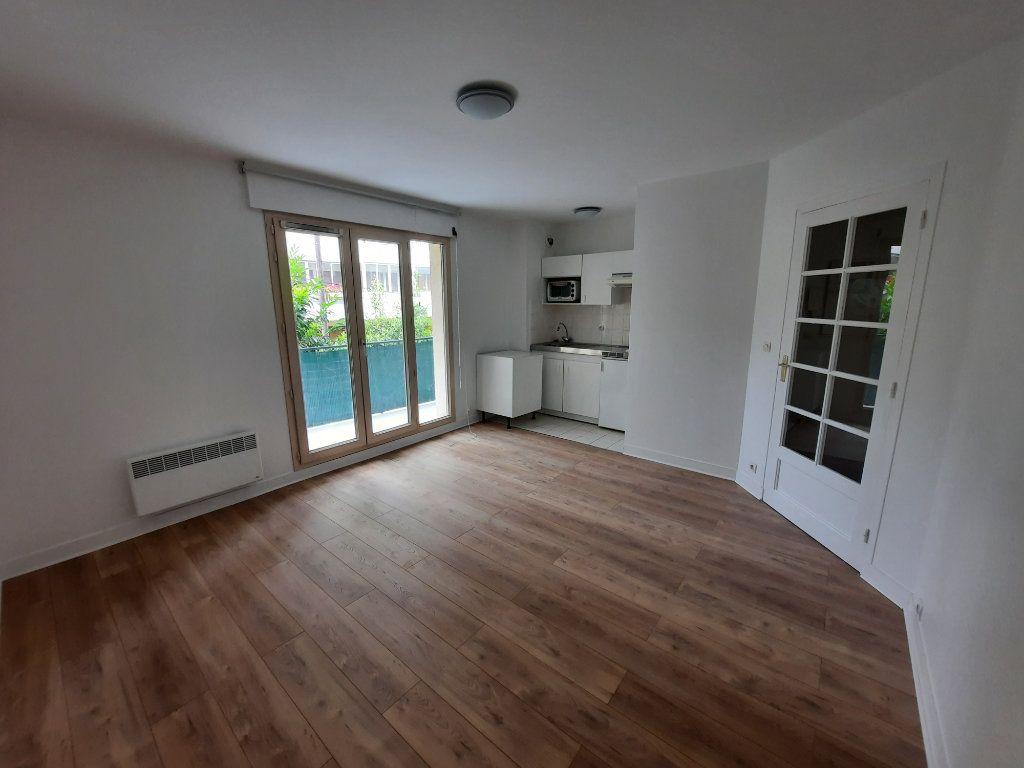 Appartement à louer 2 39m2 à Châtillon vignette-1