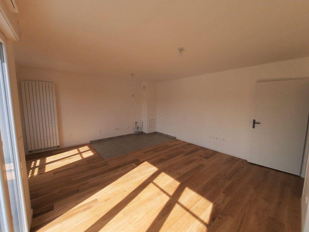 Appartement à louer 4 75.91m2 à Clamart vignette-4