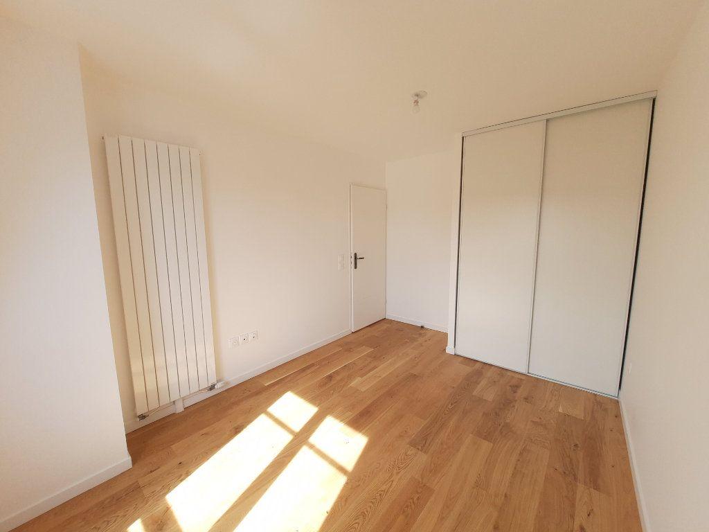 Appartement à louer 4 75.91m2 à Clamart vignette-7