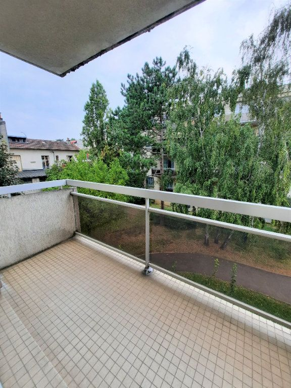 Appartement à louer 3 60.6m2 à Vanves vignette-1