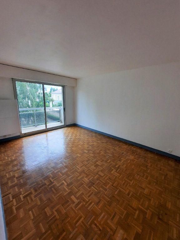 Appartement à louer 3 60.6m2 à Vanves vignette-2
