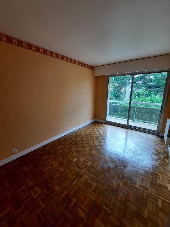 Appartement à louer 3 60.6m2 à Vanves vignette-6
