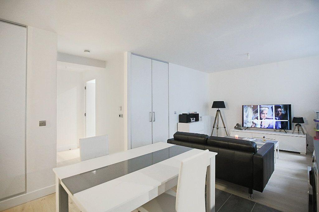 Appartement à vendre 1 42.44m2 à Paris 14 vignette-1