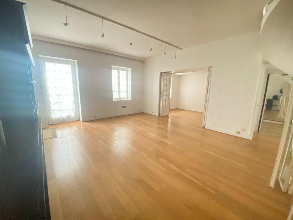 Appartement à vendre 7 148.57m2 à Paris 14 vignette-1