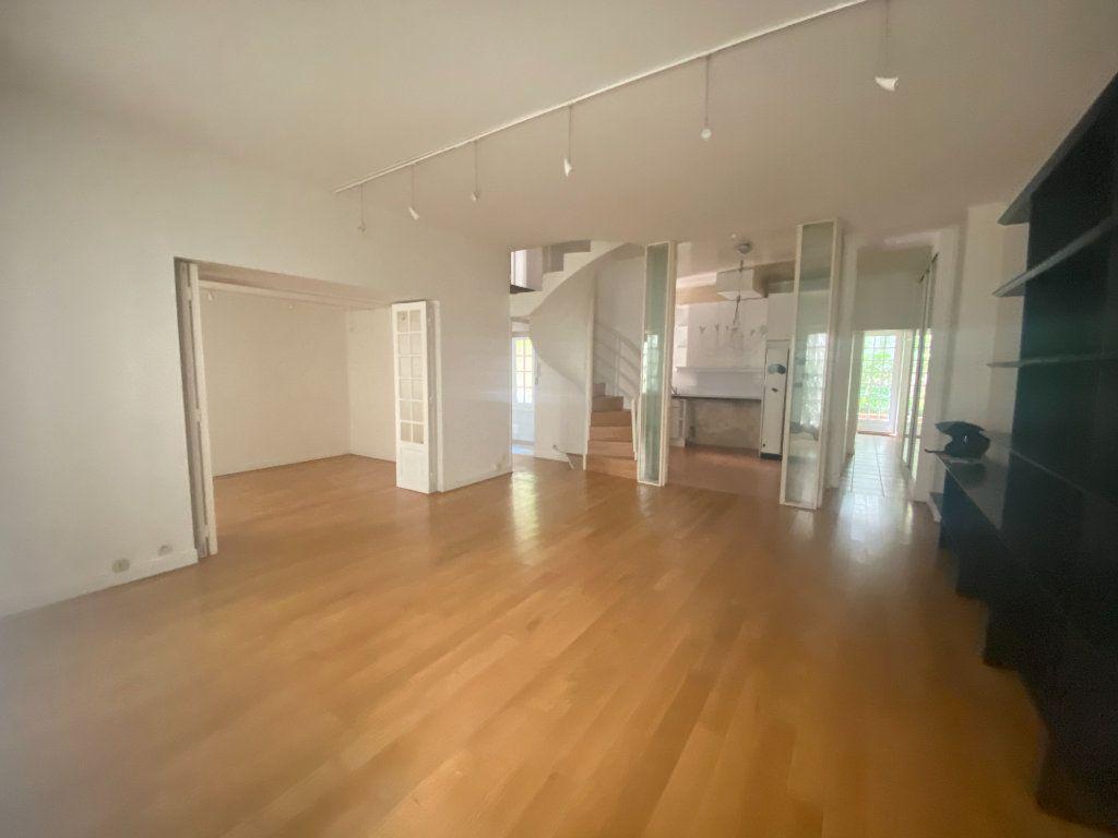Appartement à vendre 7 148.57m2 à Paris 14 vignette-2