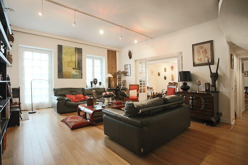 Appartement à vendre 7 148.57m2 à Paris 14 vignette-5
