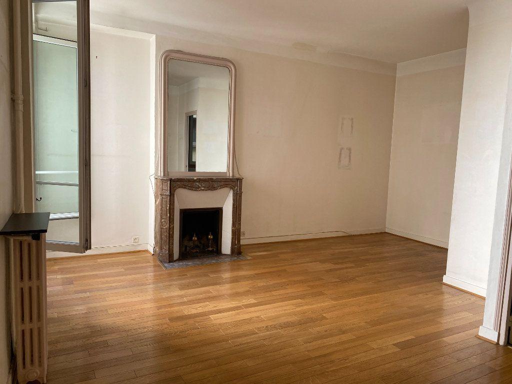 Appartement à vendre 2 48m2 à Paris 17 vignette-1