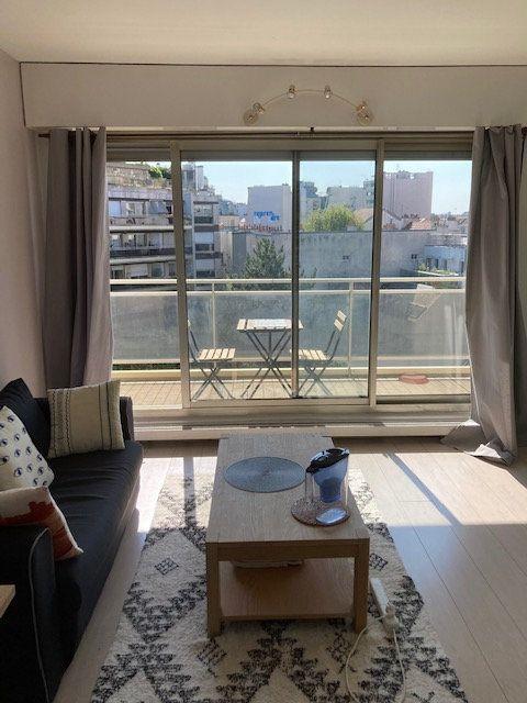 Appartement à louer 2 45.08m2 à Paris 14 vignette-1