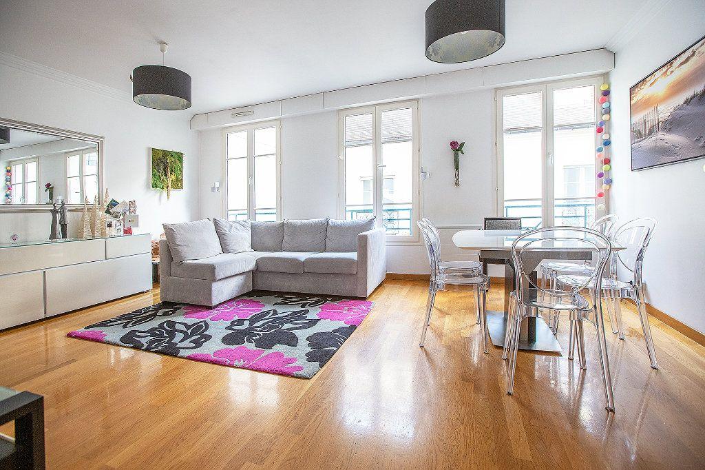 Appartement à louer 3 66m2 à Paris 15 vignette-1