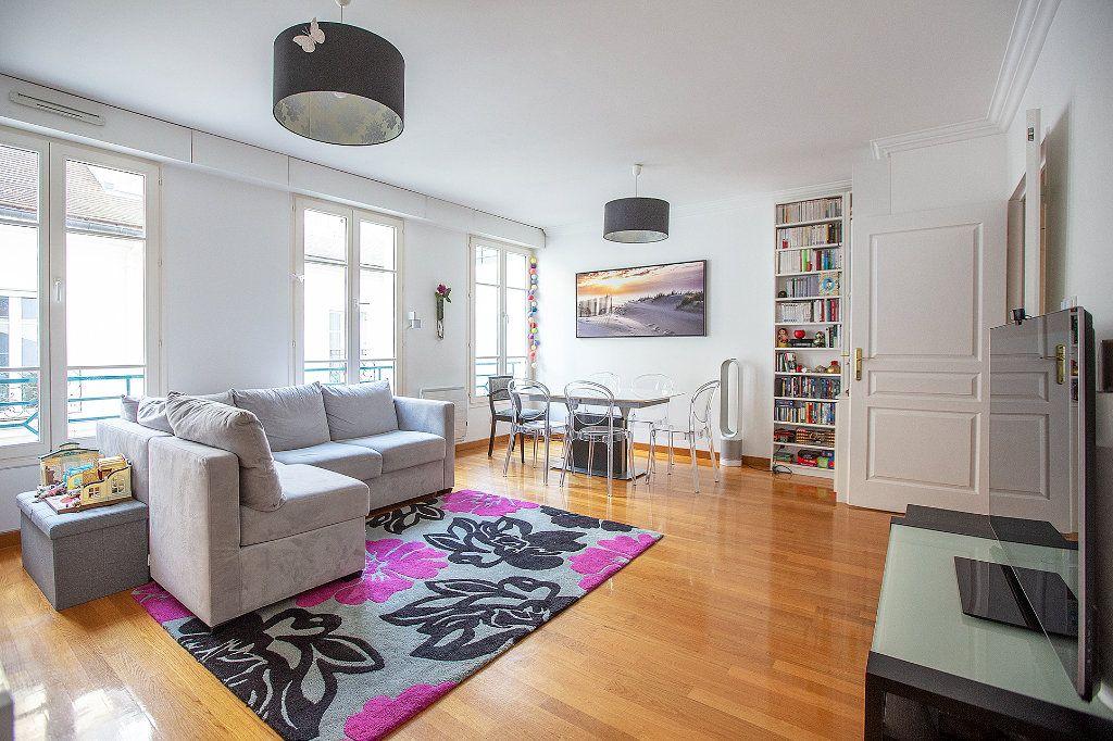 Appartement à louer 3 66m2 à Paris 15 vignette-2