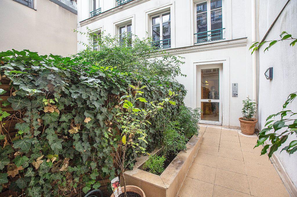 Appartement à louer 3 66m2 à Paris 15 vignette-6