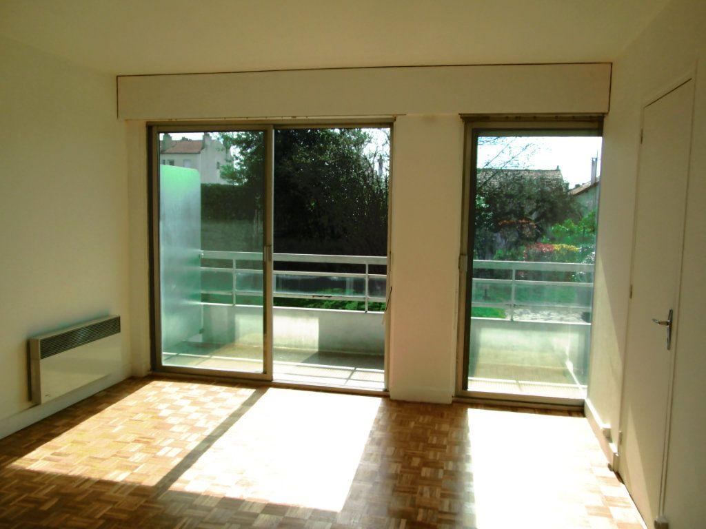 Appartement à louer 1 25.44m2 à Fontenay-sous-Bois vignette-3