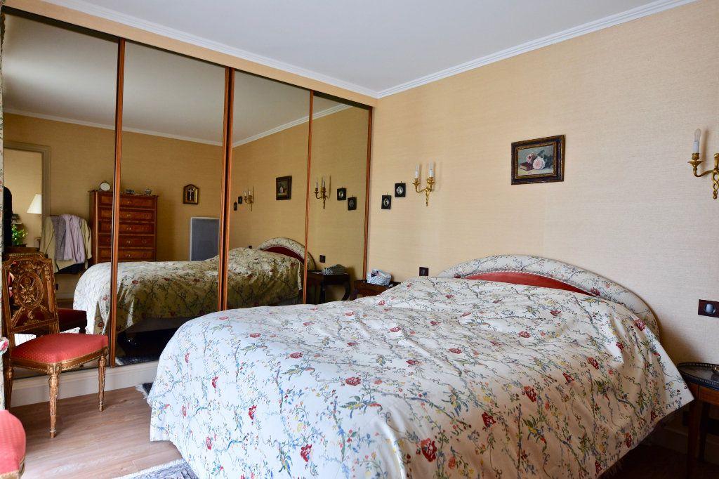 Appartement à vendre 6 120.84m2 à La Varenne - Saint-Maur-des-Fossés vignette-7