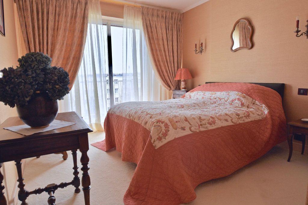 Appartement à vendre 6 120.84m2 à La Varenne - Saint-Maur-des-Fossés vignette-9