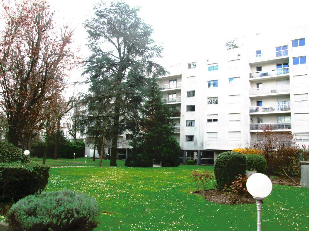 Appartement à louer 2 44m2 à La Varenne - Saint-Maur-des-Fossés vignette-1